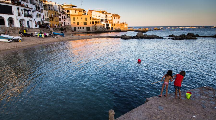 Projecte del llibre sobre la Costa Brava de l'Editorial Efadós. Calella de Palafrugell amb la platja del Port Bo.